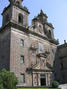 Fachada de la iglesia de Fana212