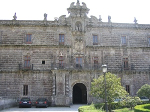 Fachada del Monasterio de Fana212