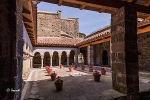 Monasterio-Sant-Pere-de-Casserras(lateral-claustro)